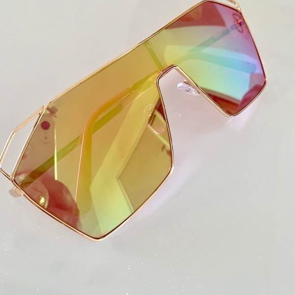 Accessories - Oversized Mirrored Sunglasses Goggles Style
